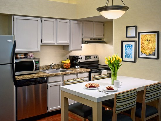 Williston, VT: Two Bedroom Loft Suite Kitchen
