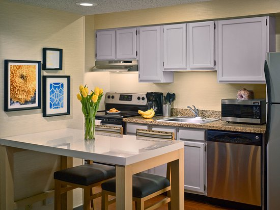 Williston, VT: Studio Suite Kitchen