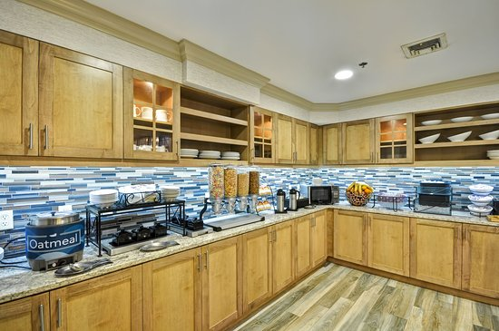 Homewood Suites by Hilton Boston-Peabody: Breakfast