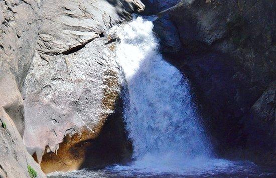 Three Rivers, CA: Roaring River Falls