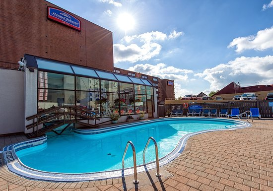 Outdoor Pool Picture Of Howard Johnson Hotel By Wyndham By The Falls Niagara Falls Niagara