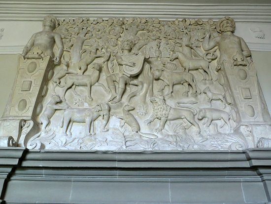 Haddon Hall: Finely carved alabaster