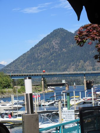 Sicamous, Canadá: View from our table