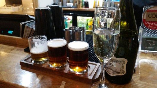 Alfreton, UK: Drinks at the bar