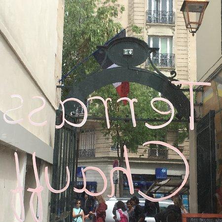 Parisot, ฝรั่งเศส: the Market entrance