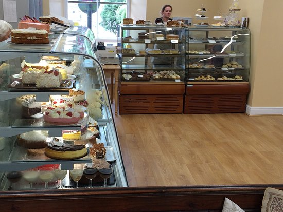 Pembroke, UK: Amazing selection of Pies, puddings and cakes.