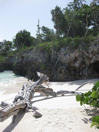 Paradisus Rio de Oro Resort & Spa: One of the smaller beaches.