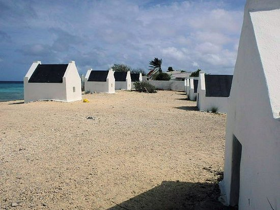 Kralendijk, Bonaire: Slaves slept in the huts which were near the loading areas for the salt