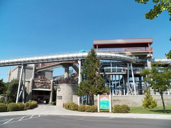 McNary Dam and the Pacific Salmon Visitor Information Center