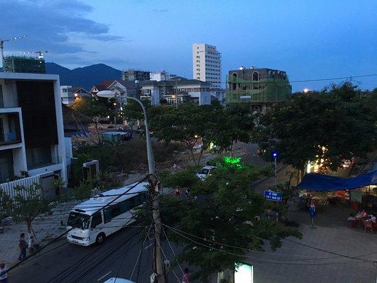 Cali Hotel Da Nang: Two blocks from the beach