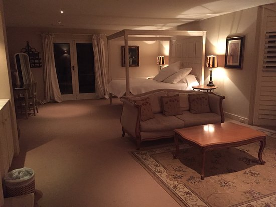 Milton Park Country House Hotel & Spa: The four poster suite