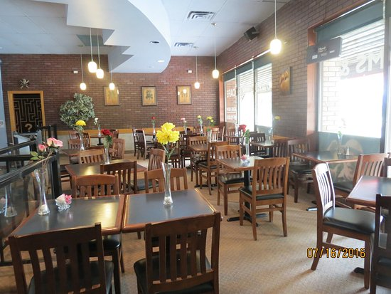 Barrie, Kanada: We have lots of seating for large and small groups.