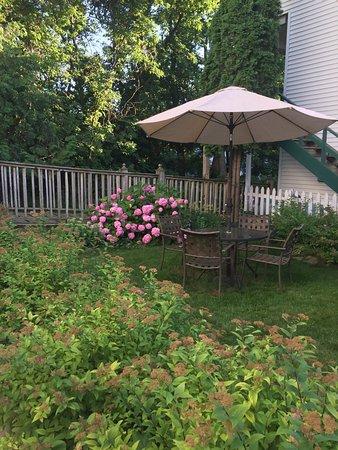 Village Green Lodge: photo1.jpg