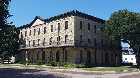 Marion, แคนซัส: The Historical Elgin Hotel exterior