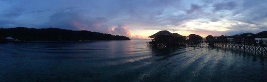 Pulau Gaya, Malaysia: View from room at sunrise.