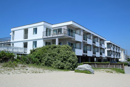 Silver Gull Motel: The Silver Gull from the Beach