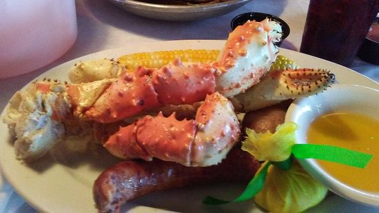 Flounder's Chowder House: King Crap with corn and sausage