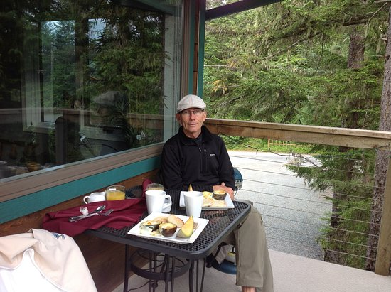 Pearson's Pond Luxury Inn and Adventure Spa: Maryann's delicious breakfast on our deck.