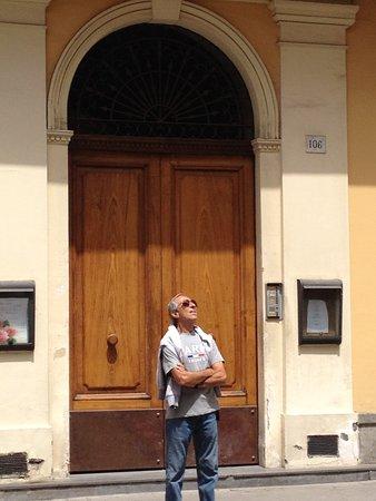 Corso Italia Suites: Puerta de entrada a los Dtos.