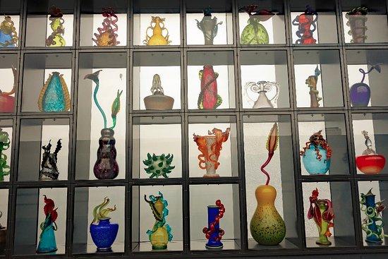 Tacoma, WA: Glass wall