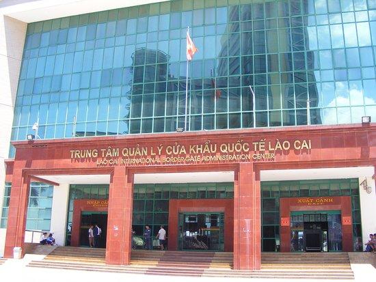 Lao Cai, Vietnam: KS Sapaly Lào Cai nhìn qua CK/QT Lào Cai.