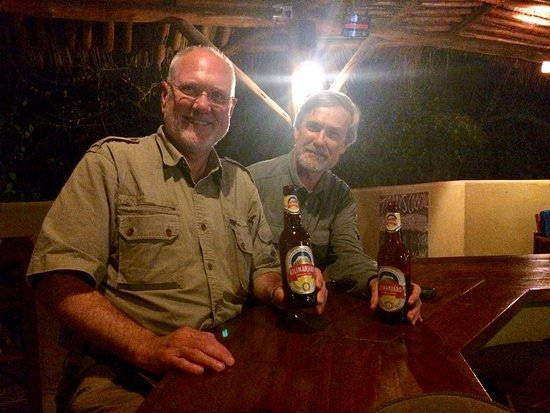 Kia Lodge – Kilimanjaro Airport: Relaxing with a beer in the comfortable bar