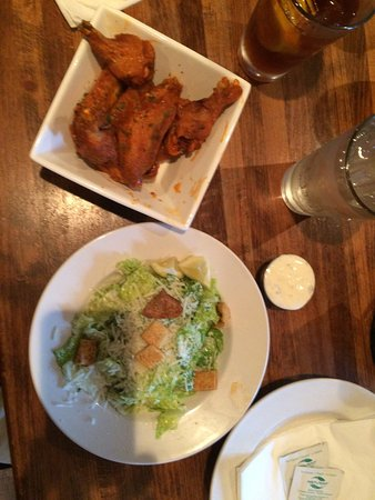 Buffalo Cafe & Nightly Grill: Excellent wings