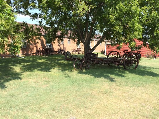 Stockton, KS: Just around the corner from my room was a neat little park area.