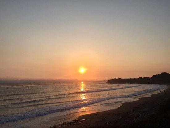 BEST WESTERN PLUS Cavalier Oceanfront Resort: Sunset Beach Best Western San Simenon