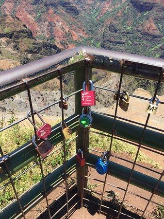 Waimea Canyon: Love locks linger.