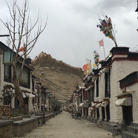 Gyangze County, China: On the old street