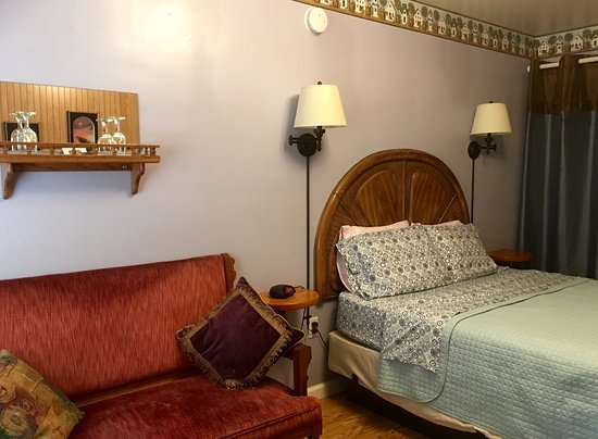 Grants Pass, OR: Buona Sera Inn, Grands Pass. Eleganza Room #9.