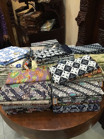 Depan Butik - Foto di Batik Rumah e4b9601e3e