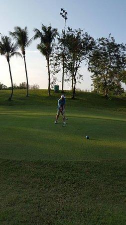 Kampong Jerudong, บรูไนดารุสซาลาม: Nice course