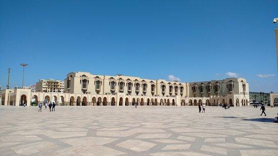 Mezquita Hassan II: The ground