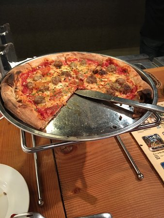 Nakameguro Taproom: Brewers pizza and spinach salad