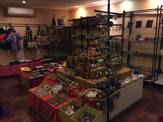 F. King Tours and Safaris - Day Tours: Gift shop Ashnil Aruba
