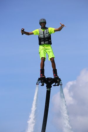 Vaiare, Polinesia francese: session flyboard moorea