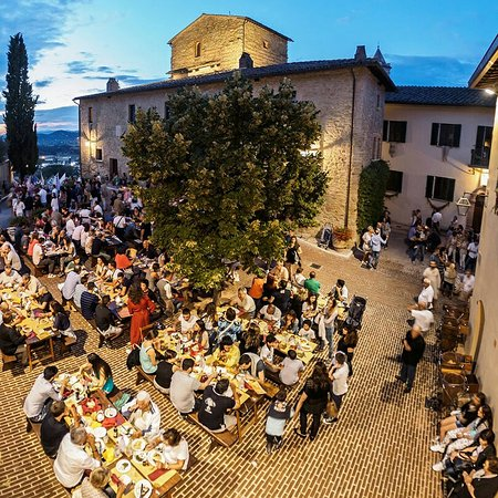 Solomeo, Italia: IMG_20160729_232308_large.jpg