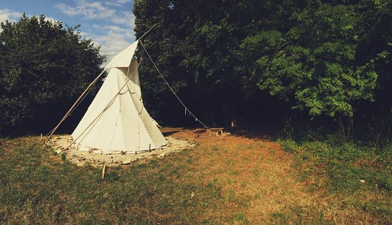 Charente, Frankrike: Tipi further down the valley