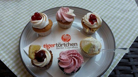 Hochzeitstorte Cupcake Etagere Gr S Bilde Av Tigertortchen I