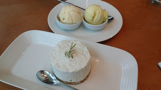 Wok Mee Noodle House: Tarta de queso con jengibre y lima y helado de vainilla y fruta de la pasión
