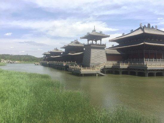 ต้าถง, จีน: Modern buildings right out of a movie set at the entry