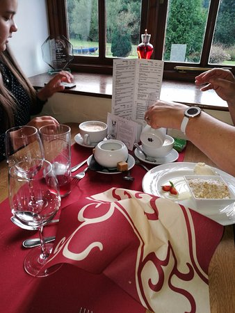 Llandinam, UK: Coffee and apple crumble