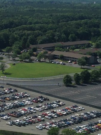 Kings Dominion: View from Eiffel Tower of Parking Lot/Local Hotel