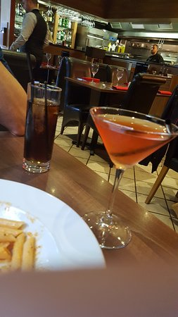Bolton, UK: Cocktails Long Island Ice Tea and Cosmopolitan