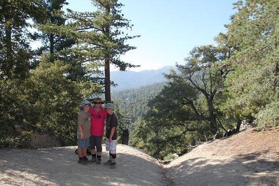Idyllwild, CA: Hiking on the campground trails!
