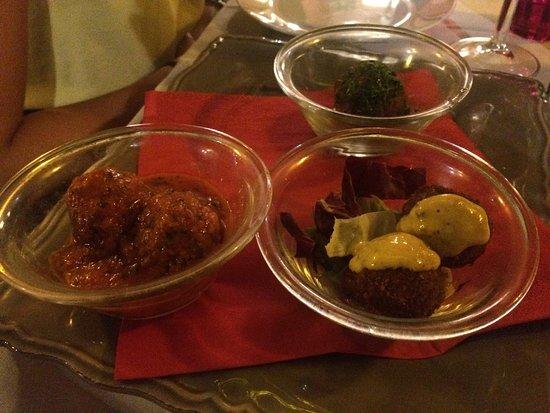 Il Piacere Osteria de Le Barrique : Piccione, galletto, polpette e antipastino di carote offerto dalla casa