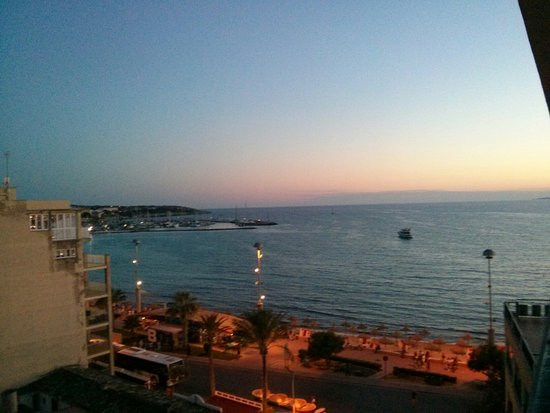 Encant Hotel: IMG_20160725_212834_large.jpg