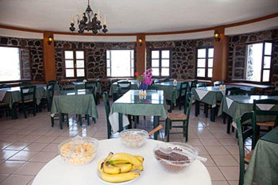 Caldera View Bungalow Resort: Breakfast room